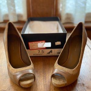 ON DISPLAY | NIB | BR | Tasha Col Peep Toe Heels